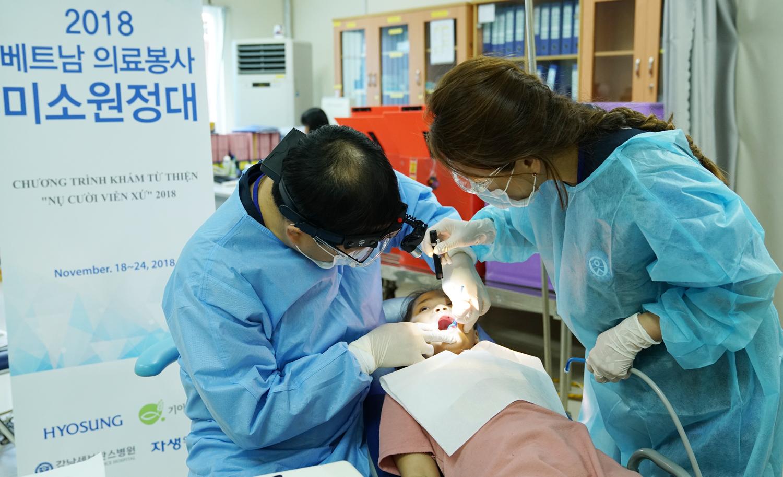 """'""""晓星微笑远征队"""",已在越南展开医疗志愿服务活动8年'"""