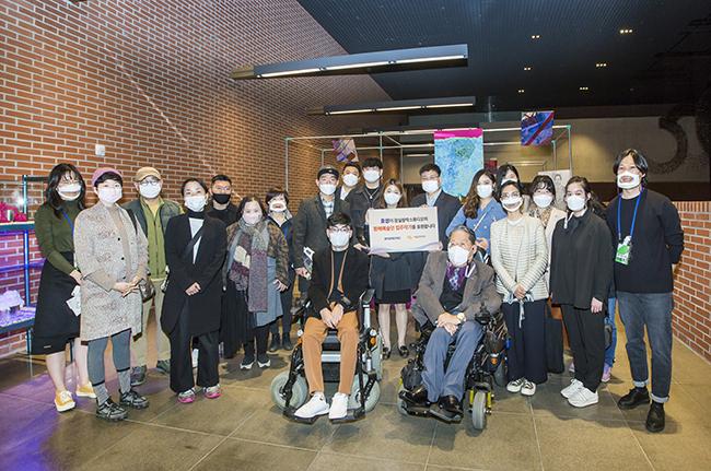 '晓星,与残疾艺术家持续3年的同行'